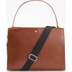 Duża torebka ze sportowym paskiem - Pomarańczo. Brązowe torebki klasyczne damskie marki Reserved, duże. Za 149,99 zł.