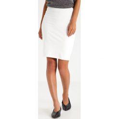 Spódniczki ołówkowe: Kaffe PENNY SKIRT Spódnica ołówkowa  chalk