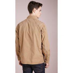 Barbour International™ TEMPO CASUAL Kurtka wiosenna stone. Szare kurtki męskie Barbour International™, l, z bawełny, casualowe. W wyprzedaży za 818,35 zł.