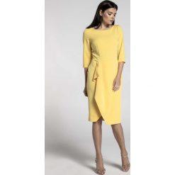 Żółta Elegancka Sukienka z Zakładanym Dołem. Żółte sukienki asymetryczne marki Molly.pl, do pracy, l, biznesowe, z asymetrycznym kołnierzem, midi. W wyprzedaży za 139,41 zł.