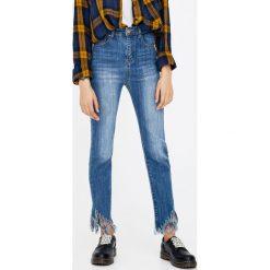 Jeansy skinny z wysokim stanem. Szare jeansy damskie skinny marki Pull & Bear, okrągłe. Za 69,90 zł.