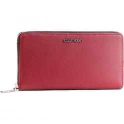 Duży Portfel Damski CALVIN KLEIN - Tack Large Ziparound Xl K60K604862 242. Czerwone portfele damskie marki Calvin Klein, ze skóry ekologicznej. Za 299,00 zł.