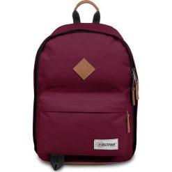 Plecak w kolorze bordowym - 29,5 x 44 x 22 cm. Czerwone plecaki męskie Eastpak, w paski, z materiału. W wyprzedaży za 173,95 zł.