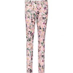 """Spodnie """"Antonia"""" - Skinny fit - w kolorze jasnoróżowym ze wzorem. Rurki damskie marki Rosner, w paski. W wyprzedaży za 173,95 zł."""