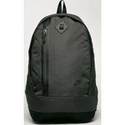 Nike Sportswear - Plecak. Różowe plecaki męskie marki Nike Sportswear, l, z nylonu, z okrągłym kołnierzem. W wyprzedaży za 169,90 zł.
