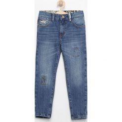 Jeansy carrot - Niebieski. Niebieskie spodnie chłopięce marki bonprix. Za 129,99 zł.