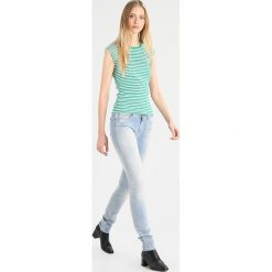 T-shirty damskie: Mads Nørgaard TRAPPY Tshirt z nadrukiem green/white