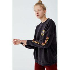 Bluza z logo Guns N' Roses. Szare bluzy damskie Pull&Bear. Za 139,00 zł.