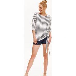 Bluzy damskie: BLUZA DAMSKA Z MODNYM WIĄZANIEM W PASKI