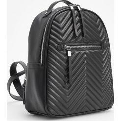 Plecak z jodełkową teksturą - Czarny. Białe plecaki damskie marki Reserved, l, z dzianiny. Za 129,99 zł.