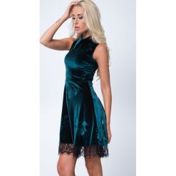 Sukienka z kołnierzykiem butelkowa zieleń MP60285. Zielone sukienki Fasardi, m. Za 89,00 zł.