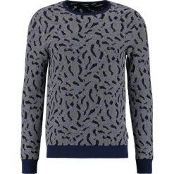 Calvin Klein SARUSH JACQUARD Sweter true navy. Pomarańczowe kardigany męskie marki Calvin Klein, l, z bawełny, z okrągłym kołnierzem. W wyprzedaży za 389,35 zł.