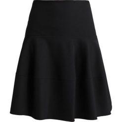 Patrizia Pepe COROLLA Spódnica trapezowa black. Czarne spódniczki trapezowe marki Patrizia Pepe, z elastanu. W wyprzedaży za 664,30 zł.