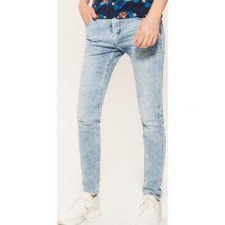 Jeansy skinny - Niebieski. Niebieskie jeansy męskie skinny marki House. Za 99,99 zł.
