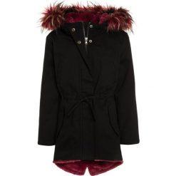 Sisley HEAVY Płaszcz zimowy black. Czarne kurtki chłopięce zimowe marki Sisley, z bawełny. W wyprzedaży za 303,20 zł.