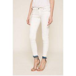 Diesel - Jeansy. Białe jeansy damskie rurki Diesel, z obniżonym stanem. W wyprzedaży za 499,90 zł.