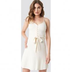 MANGO Sukienka Club - Beige. Szare sukienki mini marki Mango, na co dzień, l, z tkaniny, casualowe, z dekoltem halter, na ramiączkach, rozkloszowane. Za 108,95 zł.