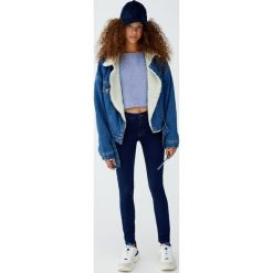 Jeansy comfy fit. Zielone jeansy damskie relaxed fit Pull&Bear. Za 79,90 zł.