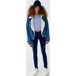 Jeansy comfy fit. Niebieskie jeansy damskie relaxed fit marki Reserved. Za 79,90 zł.