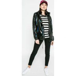 Wrangler - Jeansy Skinny Crop Zip. Czarne jeansy damskie rurki Wrangler. W wyprzedaży za 229,90 zł.