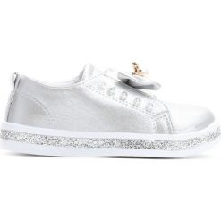 Srebrne Slip On Moving. Szare buty sportowe dziewczęce marki Born2be, na jesień, z materiału, z okrągłym noskiem. Za 59,99 zł.