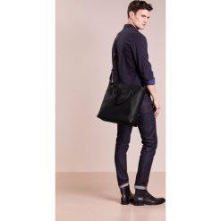 Trussardi Jeans OTTAWA CROSSBODY Torba na ramię black. Czarne torby na ramię męskie marki Trussardi Jeans, z jeansu, na ramię, małe. W wyprzedaży za 567,20 zł.
