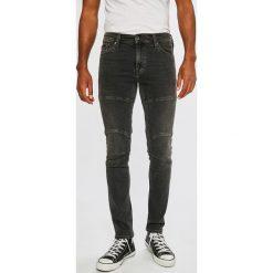 Mustang - Jeansy Biker. Szare jeansy męskie slim Mustang. W wyprzedaży za 179,90 zł.