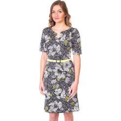 Dzianinowa sukienka w kwiaty QUIOSQUE. Czarne sukienki dzianinowe marki QUIOSQUE, w kwiaty, vintage, dopasowane. W wyprzedaży za 50,00 zł.