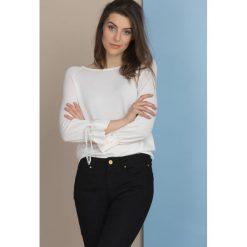 Swetry klasyczne damskie: Sweter w pastelowym kolorze