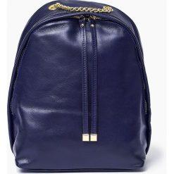 Skórzany granatowy plecak CARMEN Vera Pelle. Niebieskie plecaki damskie Vera Pelle, ze skóry, klasyczne. Za 219,00 zł.