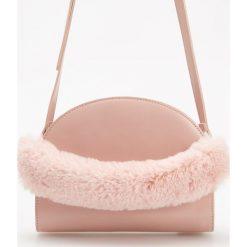 Torebka z pluszowym uchwytem - Różowy. Czerwone torebki klasyczne damskie Reserved. Za 99,99 zł.