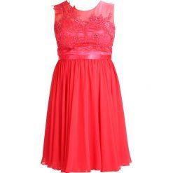 My Mascara Curves KNEE LENGTH Sukienka koktajlowa raspberry. Czerwone sukienki koktajlowe marki Sisley, z krótkim rękawem. W wyprzedaży za 467,35 zł.