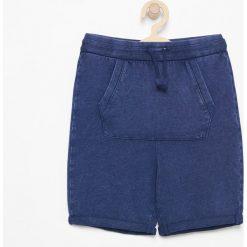 Krótkie spodenki dresowe - Granatowy. Niebieskie dresy chłopięce marki Reserved, z dresówki, krótkie. W wyprzedaży za 39,99 zł.