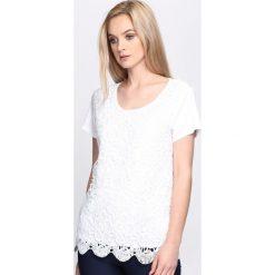 Biała Bluzka Storm Is Coming. Białe bluzki z odkrytymi ramionami marki Born2be, l, z okrągłym kołnierzem, z krótkim rękawem. Za 44,99 zł.