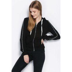 Czarna Bluza Radiant. Czarne bluzy z kieszeniami damskie Born2be, l, z nadrukiem, z kapturem. Za 89,99 zł.