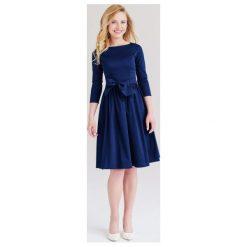 Sukienki balowe: Sukienka Melia granatowa z elastanem 32