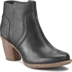 Botki CLARKS - Carleta Paris 261204004 Black Leather. Czarne botki damskie na obcasie Clarks, z nubiku. W wyprzedaży za 319,00 zł.