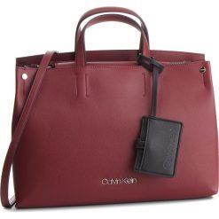 Torebka CALVIN KLEIN - Tack Tote K60K604816 242. Czerwone torebki klasyczne damskie Calvin Klein, ze skóry ekologicznej. Za 699,00 zł.