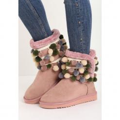 Różowe Śniegowce Caelum. Czerwone buty zimowe damskie Born2be, z materiału, z okrągłym noskiem, na obcasie. Za 59,99 zł.