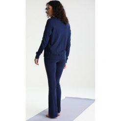 Deha FELPA CON ZIP Kurtka sportowa dark blue. Niebieskie kurtki damskie softshell Deha, s, z bawełny. W wyprzedaży za 390,15 zł.