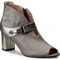 Botki EKSBUT - 67-4413-F84/G56-1G Szary. Szare buty zimowe damskie Eksbut, z nubiku, na obcasie. W wyprzedaży za 229,00 zł.