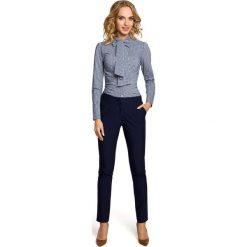 IZABELLA Koszula z kokardą i długim rękawem - granatowa. Niebieskie koszule damskie w kratkę marki Moe, z elastanu, eleganckie, z kokardą, z długim rękawem. Za 119,00 zł.