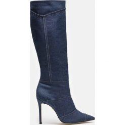 Niebieskie kozaki damskie. Białe buty zimowe damskie marki Reserved, na wysokim obcasie. Za 699,00 zł.