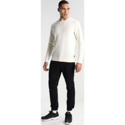 Calvin Klein SASMA STRUCTURED Sweter white. Pomarańczowe kardigany męskie marki Calvin Klein, l, z bawełny, z okrągłym kołnierzem. W wyprzedaży za 349,30 zł.