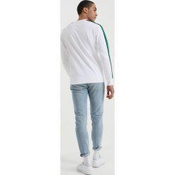 Calvin Klein Jeans SIDE STRIPE Bluza white. Białe bluzy męskie Calvin Klein Jeans, l, z bawełny. W wyprzedaży za 356,85 zł.