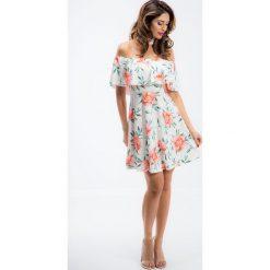 Kremowa sukienka hiszpanka z chokerem w kwiatowe wzory TA6116. Szare sukienki hiszpanki marki Molly.pl, l, w koronkowe wzory, z koronki, eleganckie, z dekoltem typu hiszpanka, z krótkim rękawem, midi, dopasowane. Za 69,00 zł.
