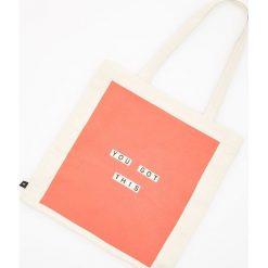 Torebka z nadrukiem - Pomarańczo. Białe torebki klasyczne damskie Reserved, z nadrukiem, z nadrukiem. Za 19,99 zł.