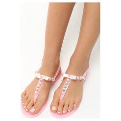 Różowe Sandały Roundup. Czerwone sandały damskie marki Born2be, z gumy, na obcasie. Za 39,99 zł.