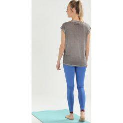 Yogasearcher SATYA Tshirt basic stone. Szare topy sportowe damskie Yogasearcher, l, z elastanu. Za 329,00 zł.