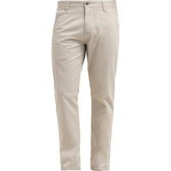 Chinosy męskie: DOCKERS ALPHA Spodnie materiałowe safari beige